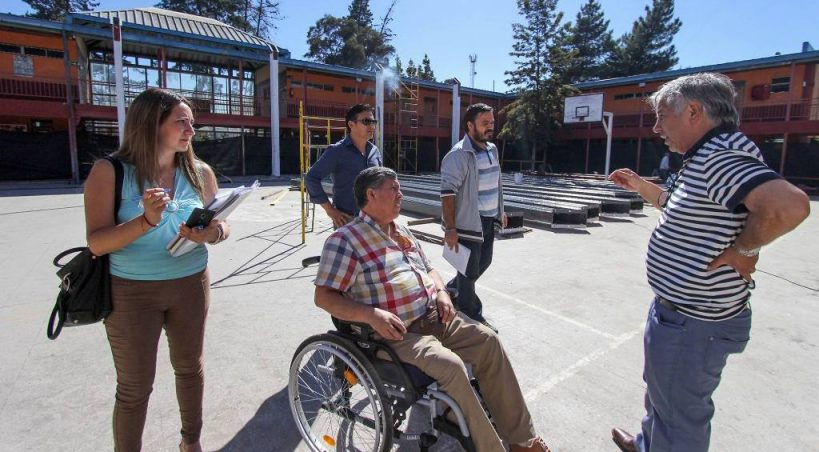 ALCALDE VISITA AVANCES DE ARREGLOS EN TRES ESCUELAS DE LA COMUNA