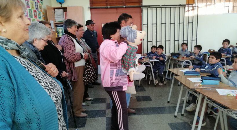 LOS ADULTOS MAYORES ESTÁN ACTIVOS E INSERTOS EN LA SOCIEDAD