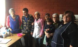 ADULTOS MAYORES PARTICIPAN ACTIVAMENTE DE LOS TALLERES DE GASTRONOMIA