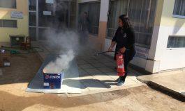 FUNCIONARIAS DE JARDINES INFANTILES SE CAPACITAN EN EXTINTORES