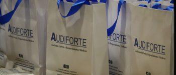 Municipalidad de Rengo entrega audífonos a personas con problemas auditivos