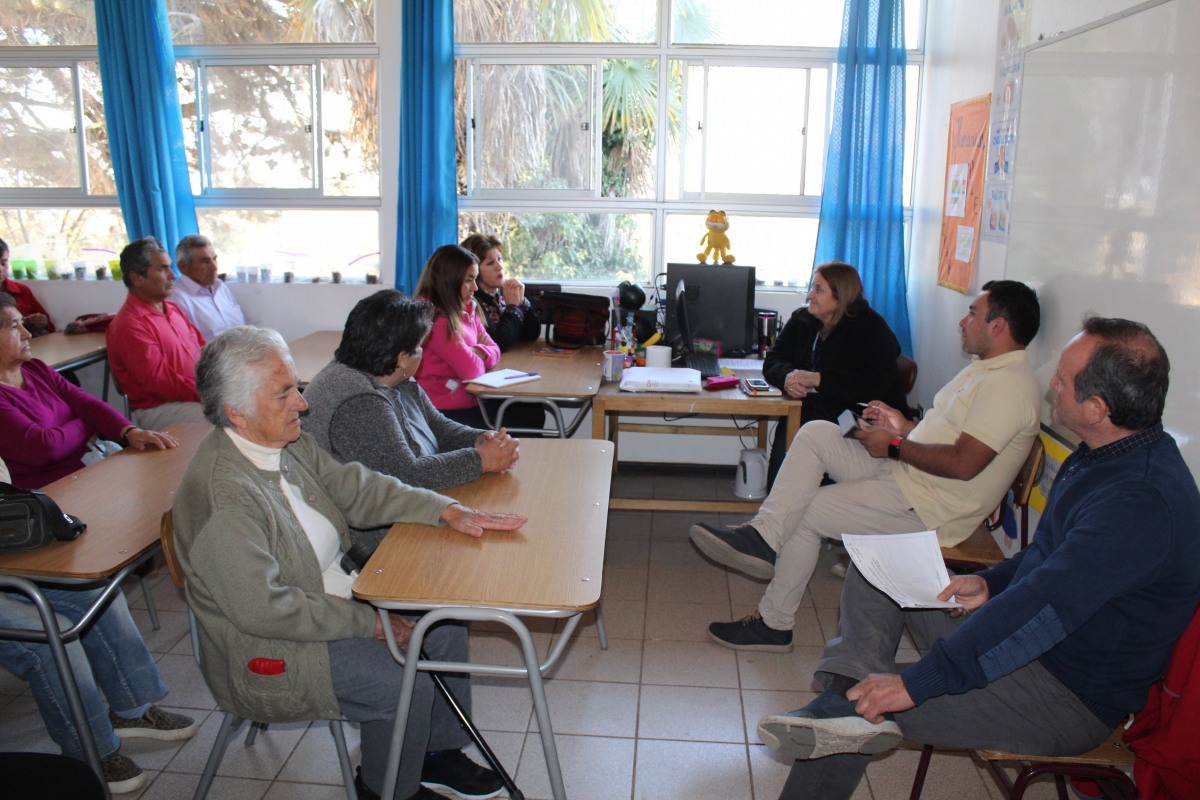 DIRECTOR DEPARTAMENTO DE SALUD MUNICIPAL, SE REUNE CON USUARIOS Y VECINOS DE LOCALIDAD DE CHANQUEAHUE