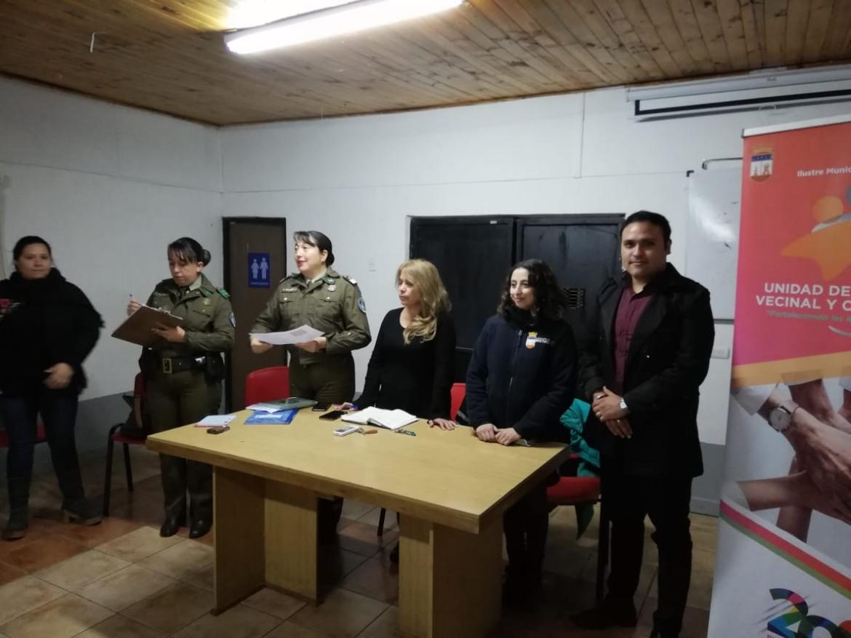 OFICINA DE SEGURIDAD PÚBLICA, CARABINEROS Y OFICINA DE MEDIACIÓN VECINAL PARTICIPAN DE REUNIÓN EN VILLA DOMINGO PAREDES