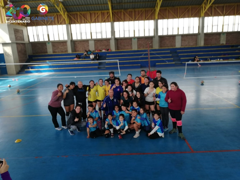 PROGRAMA MONSTER BLOCK TEENS DESARROLLO CLINICA DE VOLEYBOL A JOVENES DE LA COMUNA