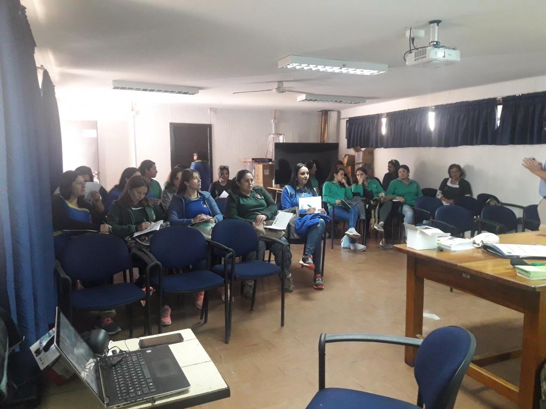 EDUCADORAS DE JARDINES COLORIN COLORADO Y ORUGUITAS SE CAPACITAN